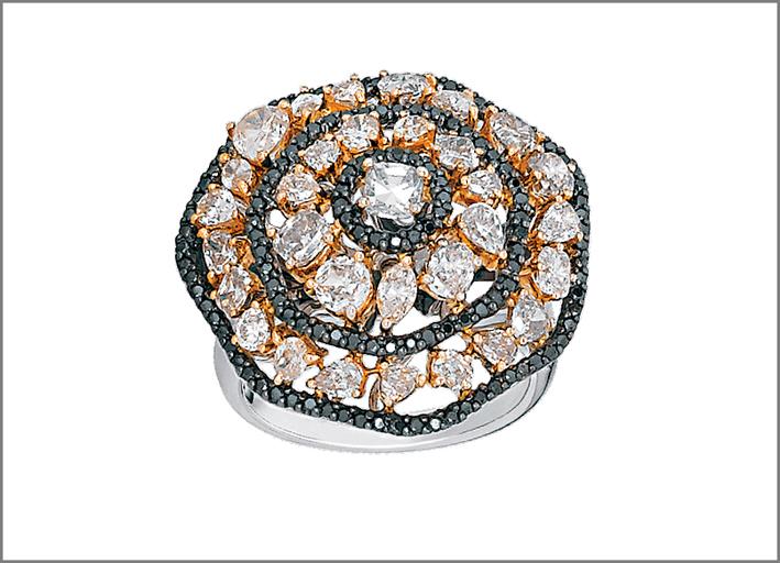 Anello in oro bianco con diamanti rosa e neri