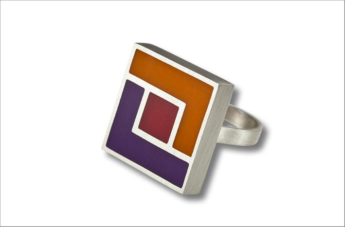 Anello della collezione Hypnos quadrato, argento e resina