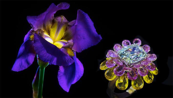 Anello a forma di fiore con diamante cuscino al centro