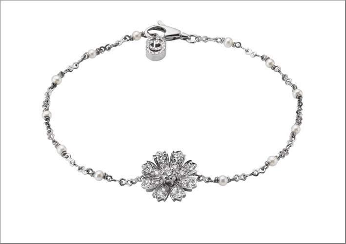 Bracciale della collezione Flora in oro bianco 18 carati e diamanti