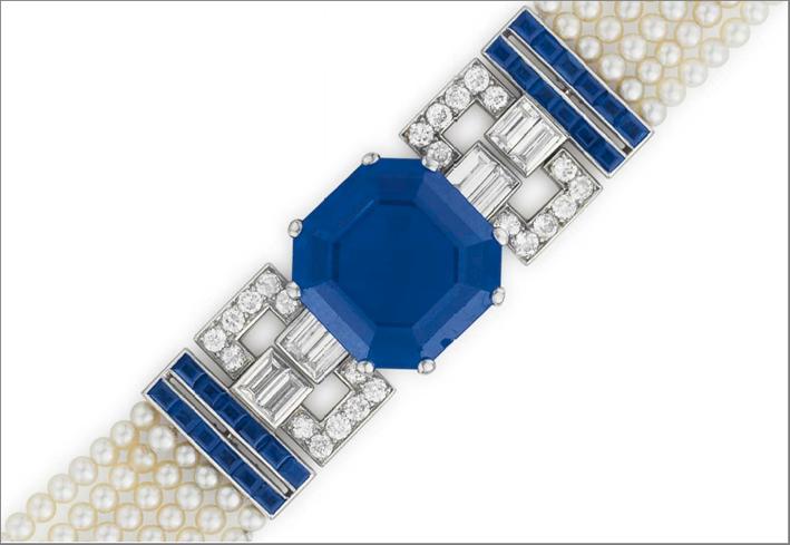 Particolare di un bracciale Art Deco di Cartier, con perle con zaffiri e diamanti