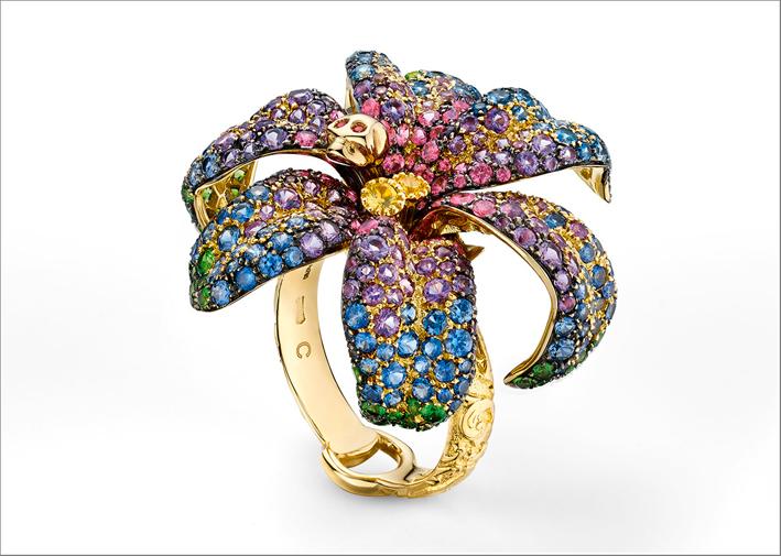 Nuovo anello della collezione Flora, in oro rosa, diamanti e pietre colorate