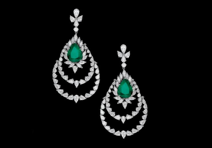 Orecchini con diamanti e smeraldi