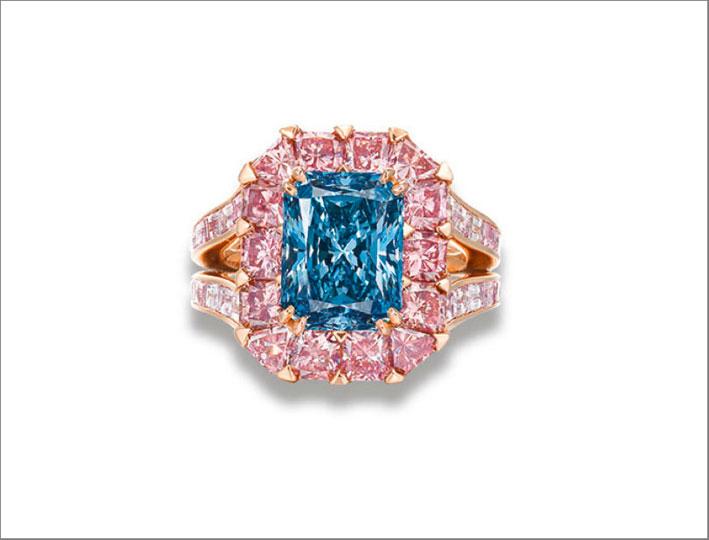 Anello con un eccezionale diamante blu e diamanti rosa firmato Moussaieff. Venduto per 8,9 milioni di dollari