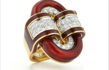 Anello fibbia ovale della collezione Manhattan Minimalism. Oro, diamanti, smalto, platino. Prezzo: 27.000 dollati