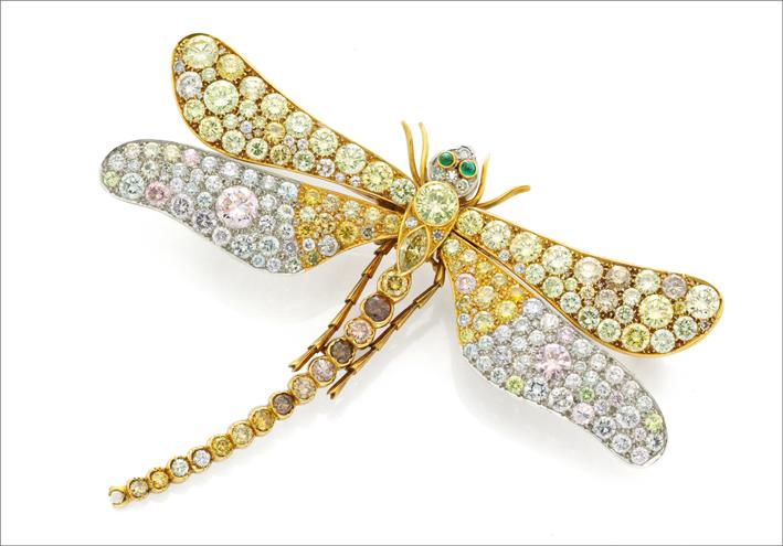 Spilla di Bulgari a forma di libellula. Diamanti colorati per 16,30 carati. Circa 1960