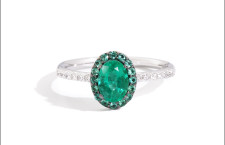 Anello con smeraldi in oro bianco e diamanti