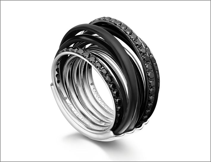 De Grisogono, anello della collezione Allegra in oro bianco, ceramica e diamanti neri