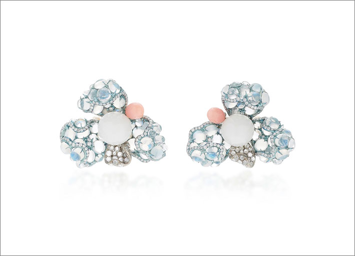 Orecchini in titanio, perle, pietra luna blu, diamanti