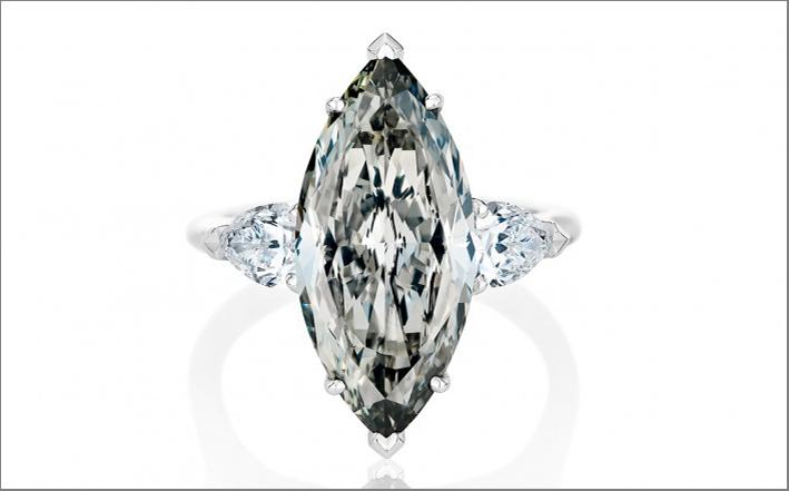 De Beers, anello con diamante grigio taglio marquise