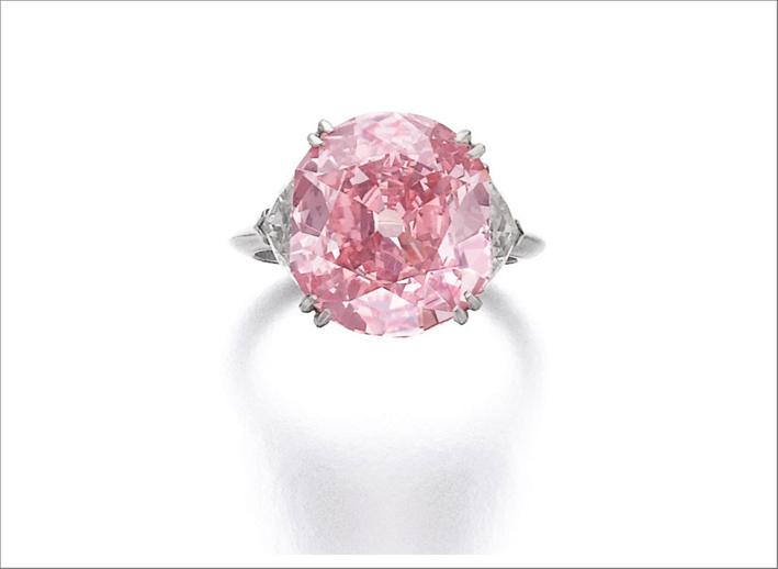 Anello di Piaget con diamante rosa-viola da 7 carati. Venduto 13,3 milioni di dollari