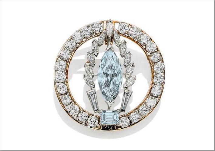 Spilla con diamante grigio-azzurro venduta da Christie's