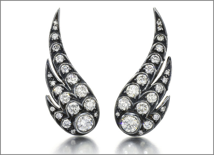 Orecchini Wing of Desire, oro annerito e diamanti