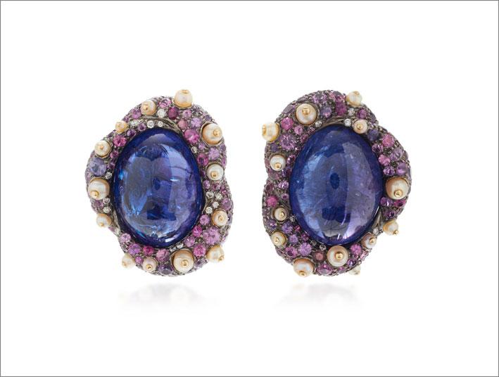 Orecchini in oro giallo, tanzanite (44,72 carati), zaffiri rosa, perle naturali, diamanti