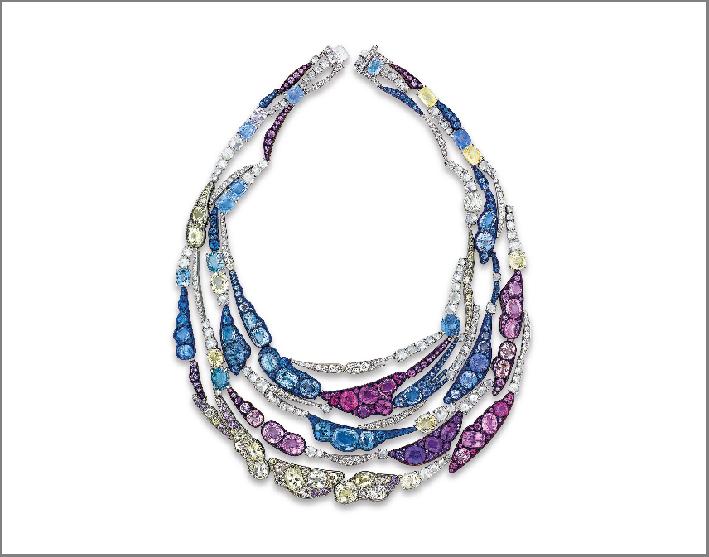 Collana con diamanti di diversi tagli, e zaffiri viola, giallo chiaro, rosa