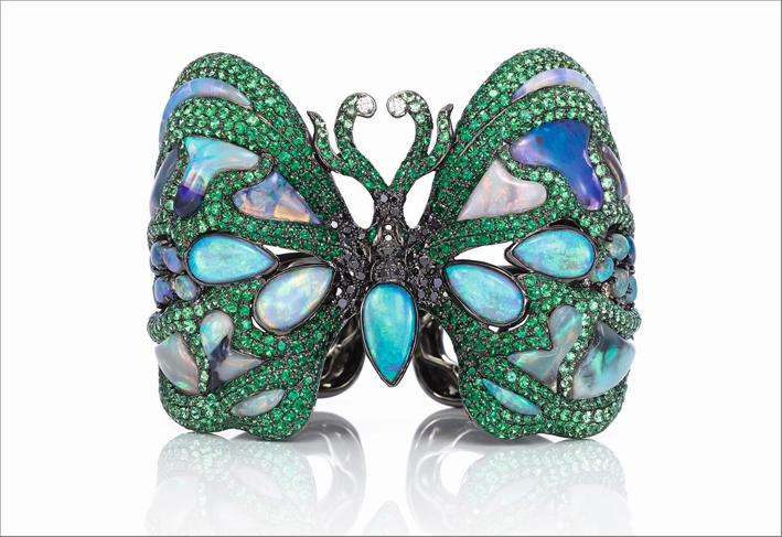 Wendy Yue, bracciale Butterfly in oro nero, opali, tsavoriti, diamanti neri, bianchi e champagne