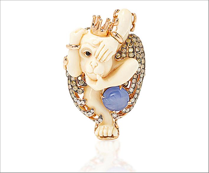 Anello Scimmia, con agata bianca e diamanti e zaffiro. Prezzo: 13.782 euro