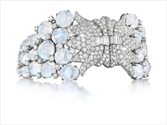 Bracciale a doppia chiusura con pietra luna e diamanti