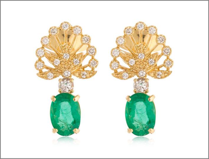 Orecchini in oro giallo, diamanti e smeraldi
