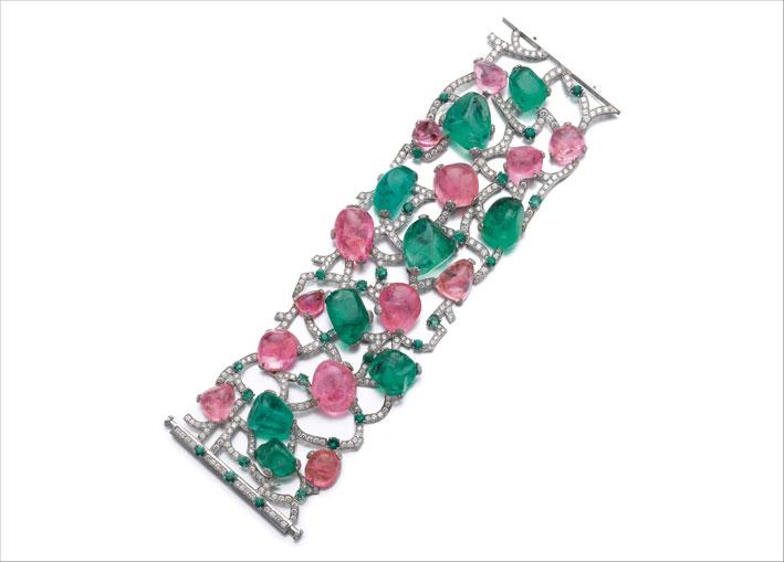 Sassi, bracciale con smeraldi, zaffiri rosa e diamanti. Stima di 8500 franchi, vendita a 65.000