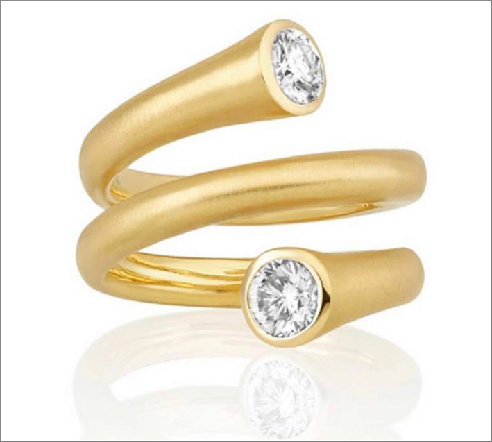 Anello in oro giallo e diamanti della Whirl collection