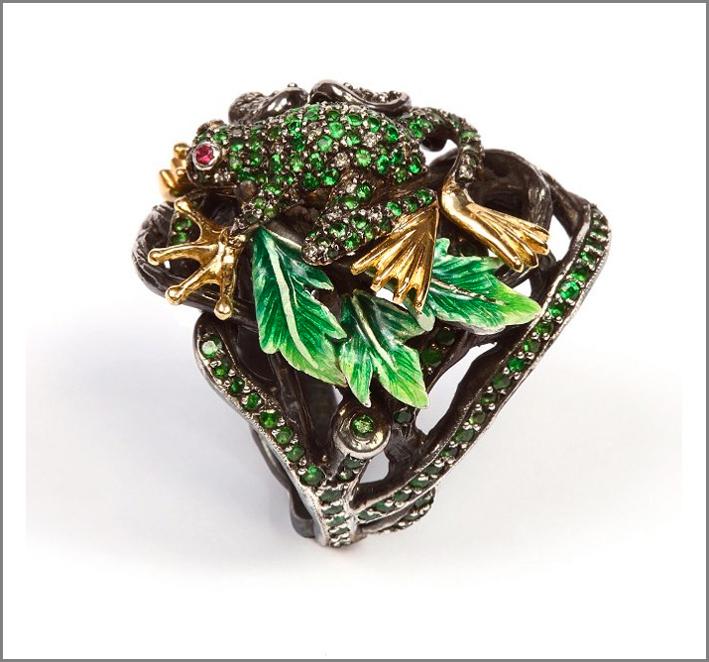 Anello con argento annerito, smeraldi, smalto