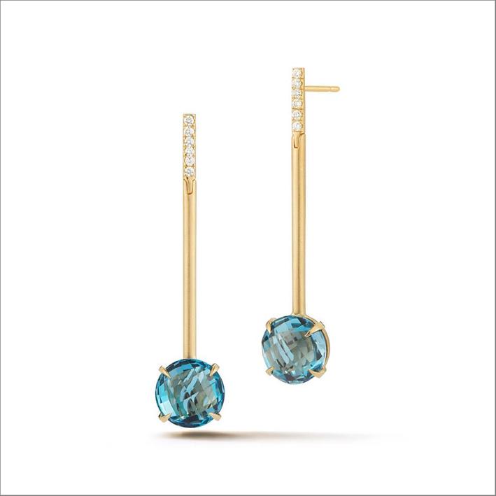 Orecchini in oro giallo, diamanti e topazi blu