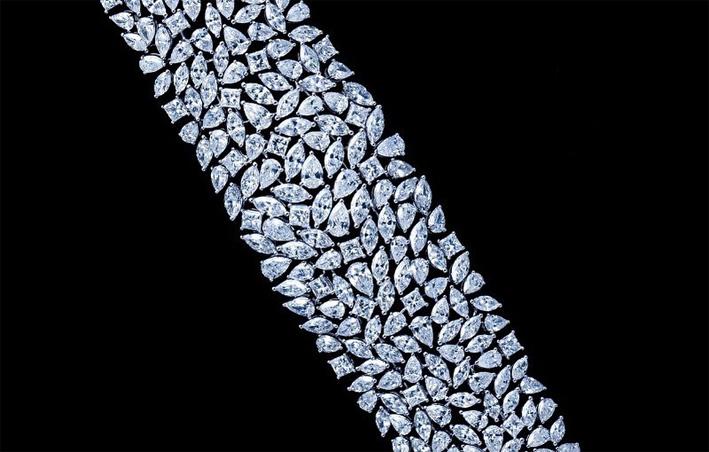 Bracciale con diamanti taglio marquise, pera e brillante