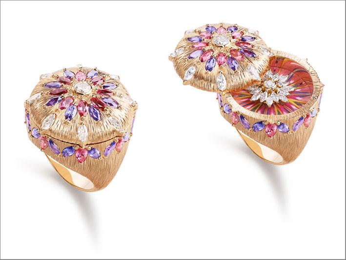 Anello Viva l'Arte, in oro rosa 18K con spinelli rossi, zaffiri viola e diamanti. Lavorazione con piume