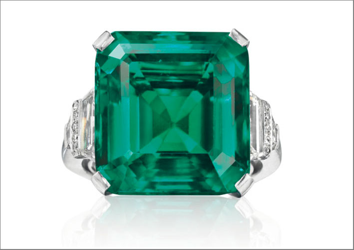 L'anello con lo smeraldo Rockfeller, venduto per 5,5 milioni di dollari