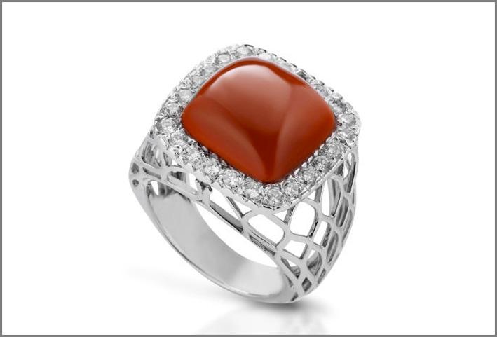 Salvatore Collaro, anello in oro bianco, diamanti e corallo rosso