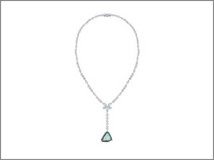Collana della linea Awakeing, con un diamante pendente di 18,79 carati blu-verde e diamanti bianchi