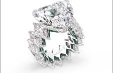De Grisogono, anello formato da diamanti taglio marquise e smeraldi, più un diamante taglio a cuore