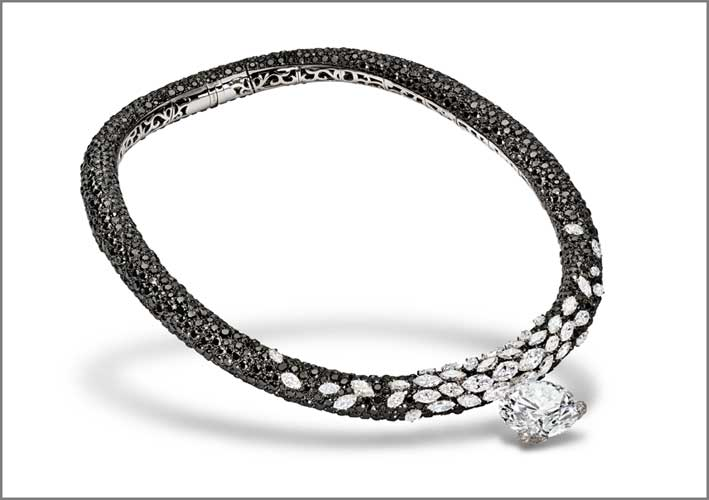Alta gioielleria de Grisogono. Collana con pavé di diamanti bianchi e neri, più grande diamante taglio brillante