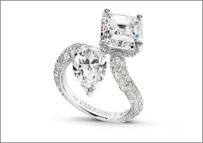 Anello moi et toi: un diamante taglio a pera, un diamante assher, più 216 diamanti