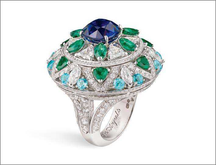 Anello Fleur Bleu, in oro bianco, diamanti, smeraldi, zaffiro