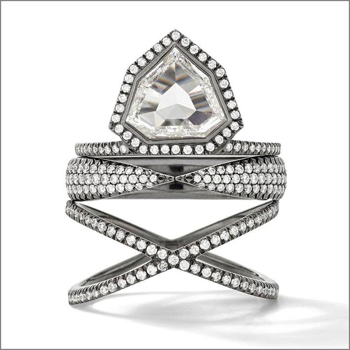 Anello con diamante a sette lati