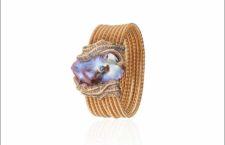Bracciale in oro con perla  barocca violacea