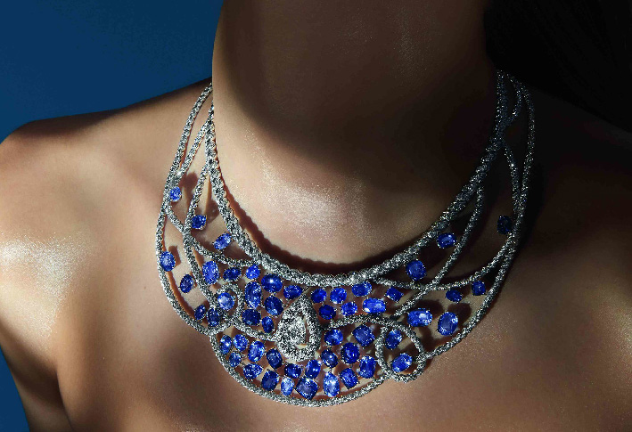 Chanel, collier di diamanti e zaffiri