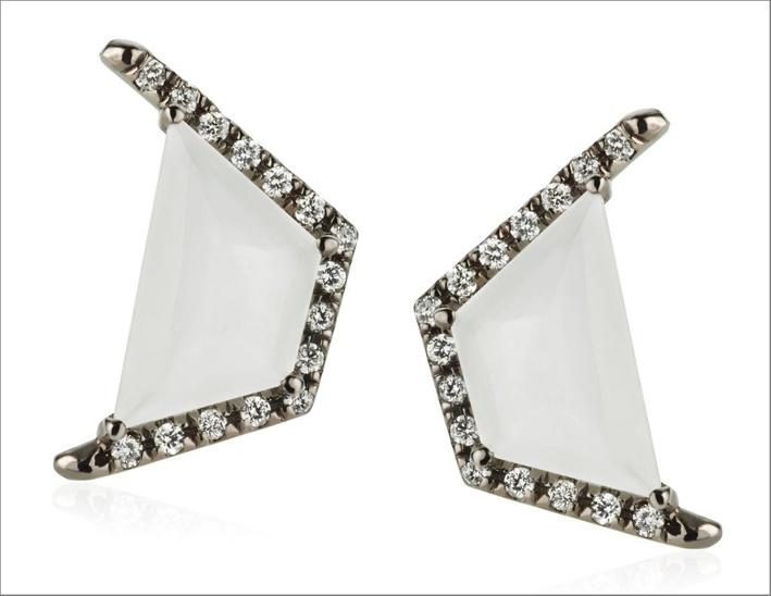 Oro 18 carati, diamanti, pietra luna