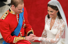 William porge l'anello di Wartski a Kate Middleton