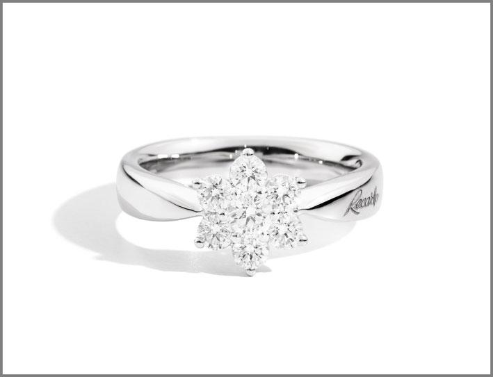 Recarlo, anello della collezione Bouquet in oro bianco sette diamanti