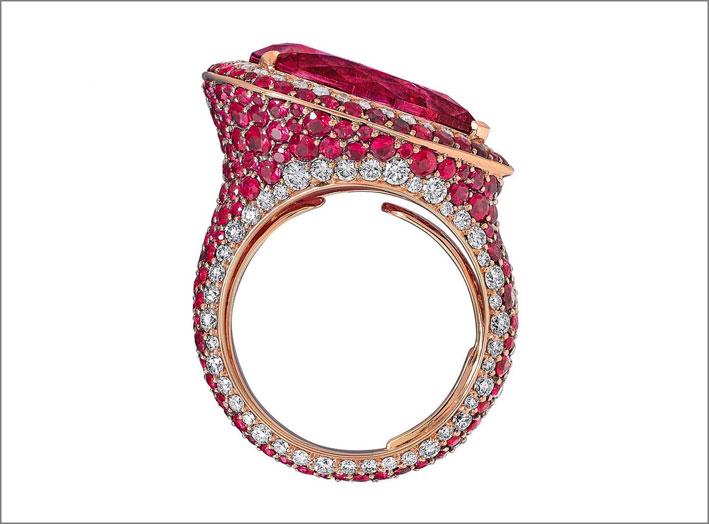 Vania Leles, anello con rubini e diamanti. La collezione Out of Africa è venduta da Neiman Marcus, Beverly Hills