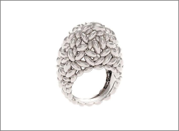 Anello in argento. Prezzo: 240 euro