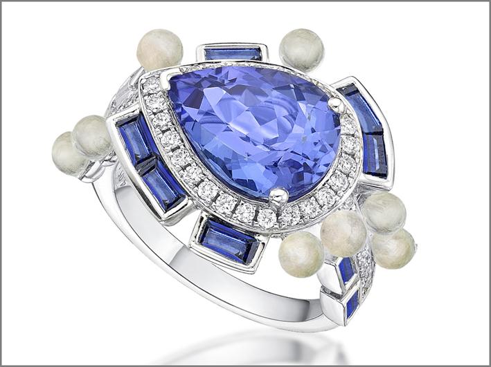 Sarah Ho, collezione Wisteria, anello in oro bianco, tanzanite, pietra luna, zaffiri, diamanti