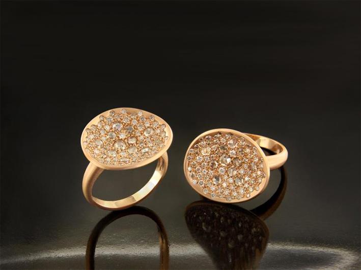 Anelli in oro giallo con pavé di diamanti