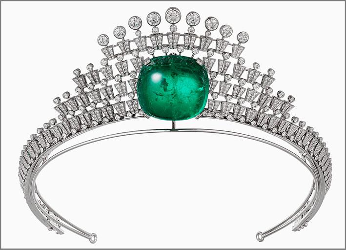Diadema con diamanti e grande smeraldo cabochon