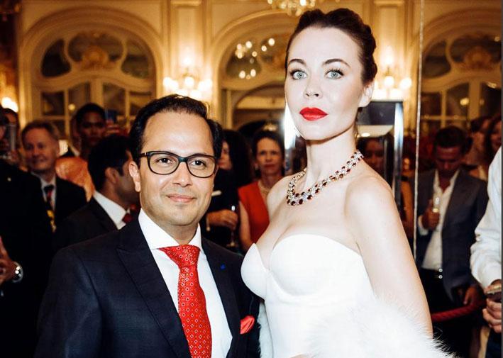 Ravi Lunia, direttore di Faidee, con la modella russa Ulyana Sergeenko