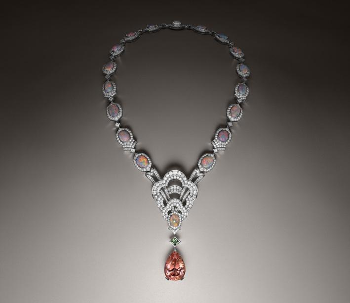 Collana in oro bianco e platino, topazio Imperiale da 37.07 carati, un granato demantoide da 1.10 carati, opali da 30.95 carati e diamanti da 24.52 carati
