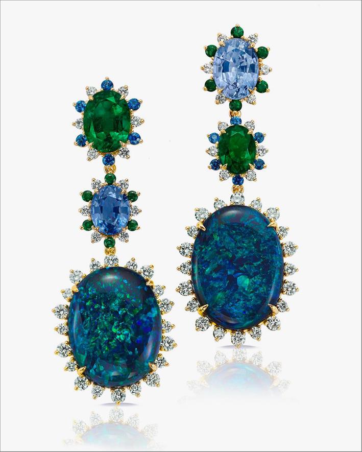 Orecchini con opali black, zaffiri e diamanti